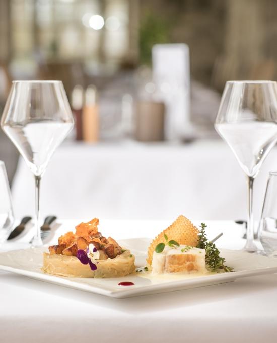 Photo d'un plat de poisson à la Table de Royaumont restaurant de l'abbaye de Royaumont à Asnières-sur-Oise