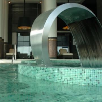 Photo du bassin de la piscine du spa Diane Barrière à Enghien les Bains