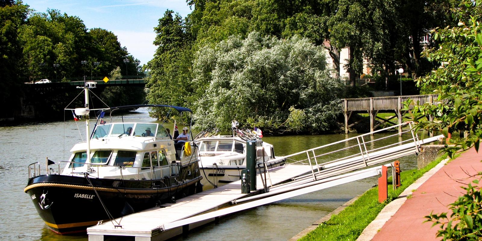 Photo du ponton d'accostage à l'Isle Adam, Vallée de l'Oise et des 3 forêts