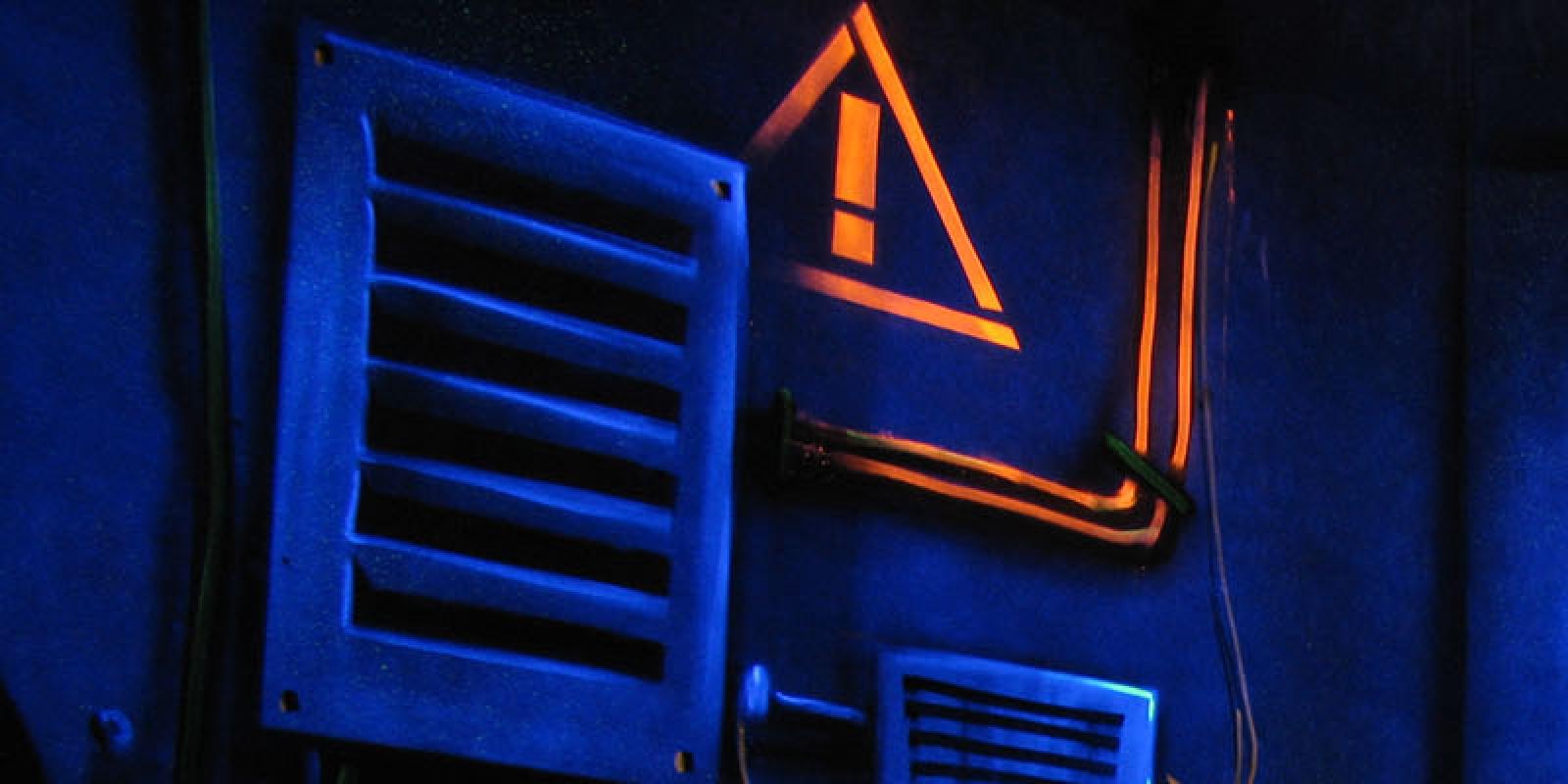 Photo d'ambiance du Laser game Herblay, lumière tamisée