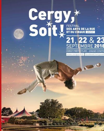 Couverture de la brochure Cergy Soit 2018 représentant un acrobate dans le ciel
