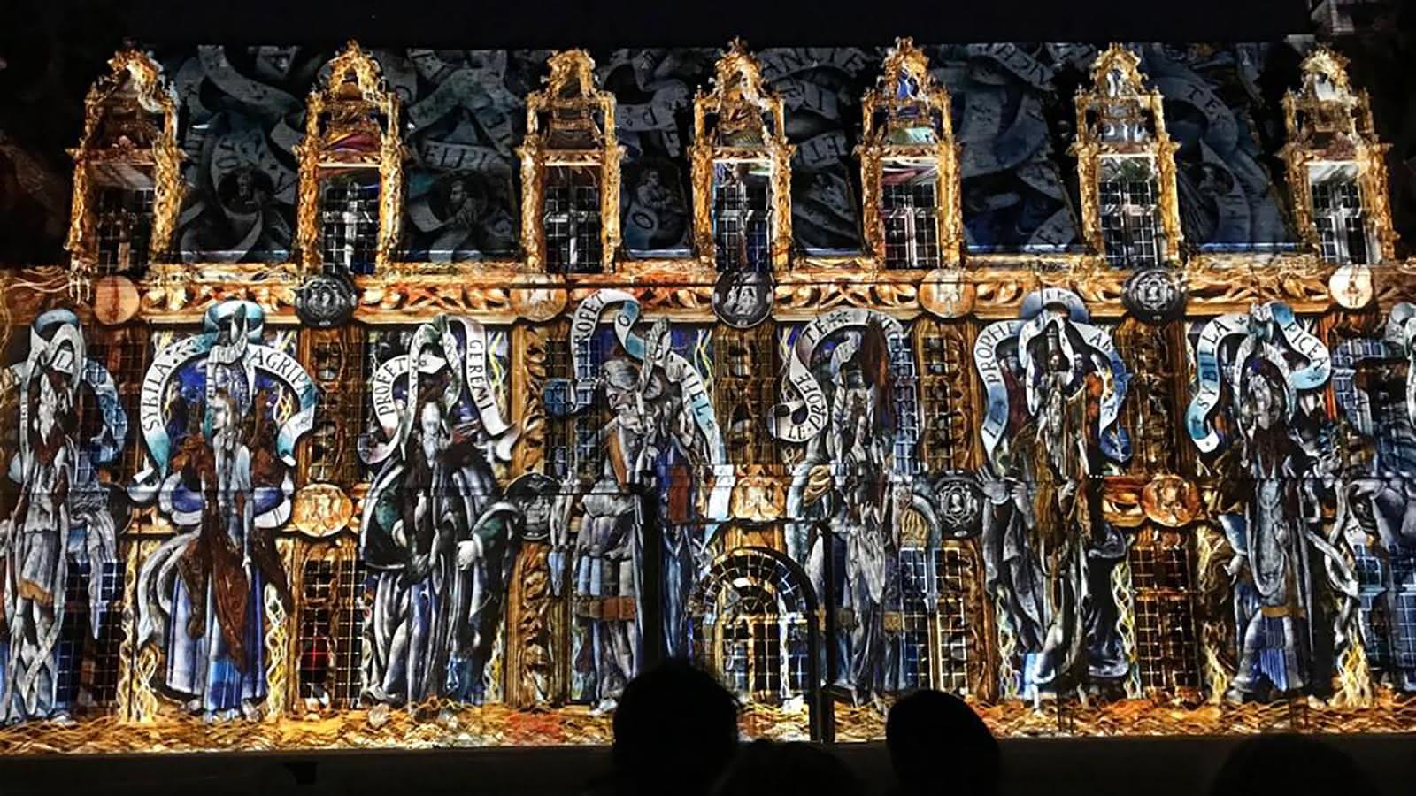Photo du spectacle Aplanos avec projection d'oeuvres d'art sur les façades du château