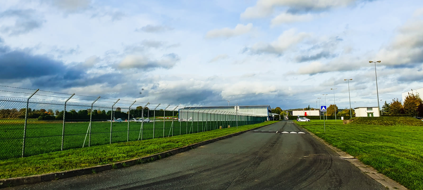 Photo de l'aérodrome de Pontoise-Cormeilles