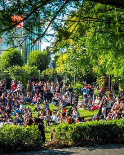 Photo d'un rassemblement d'individus lors du Festiv'été