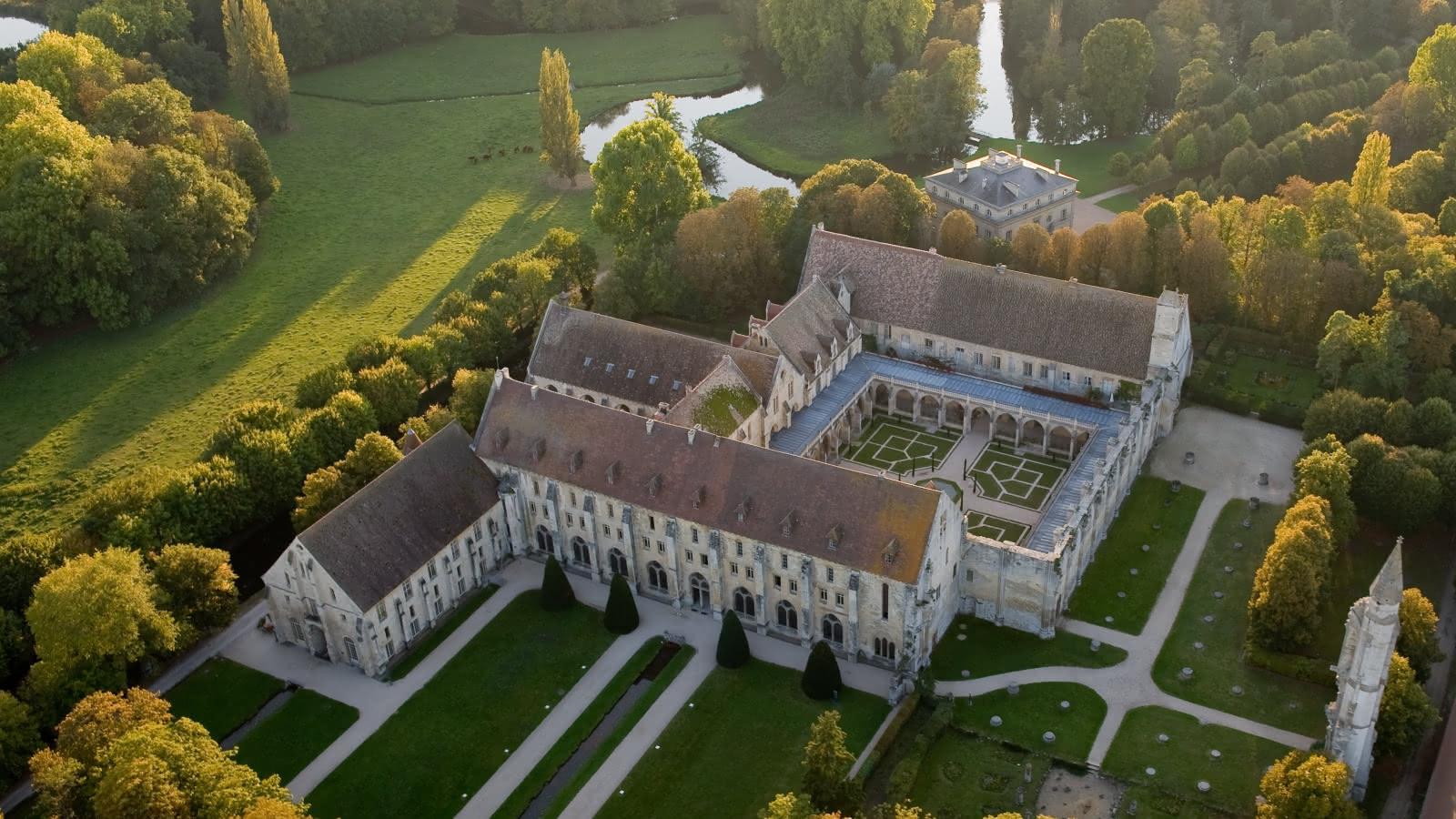 Photo de l'Abbaye de Royaumont vue du ciel