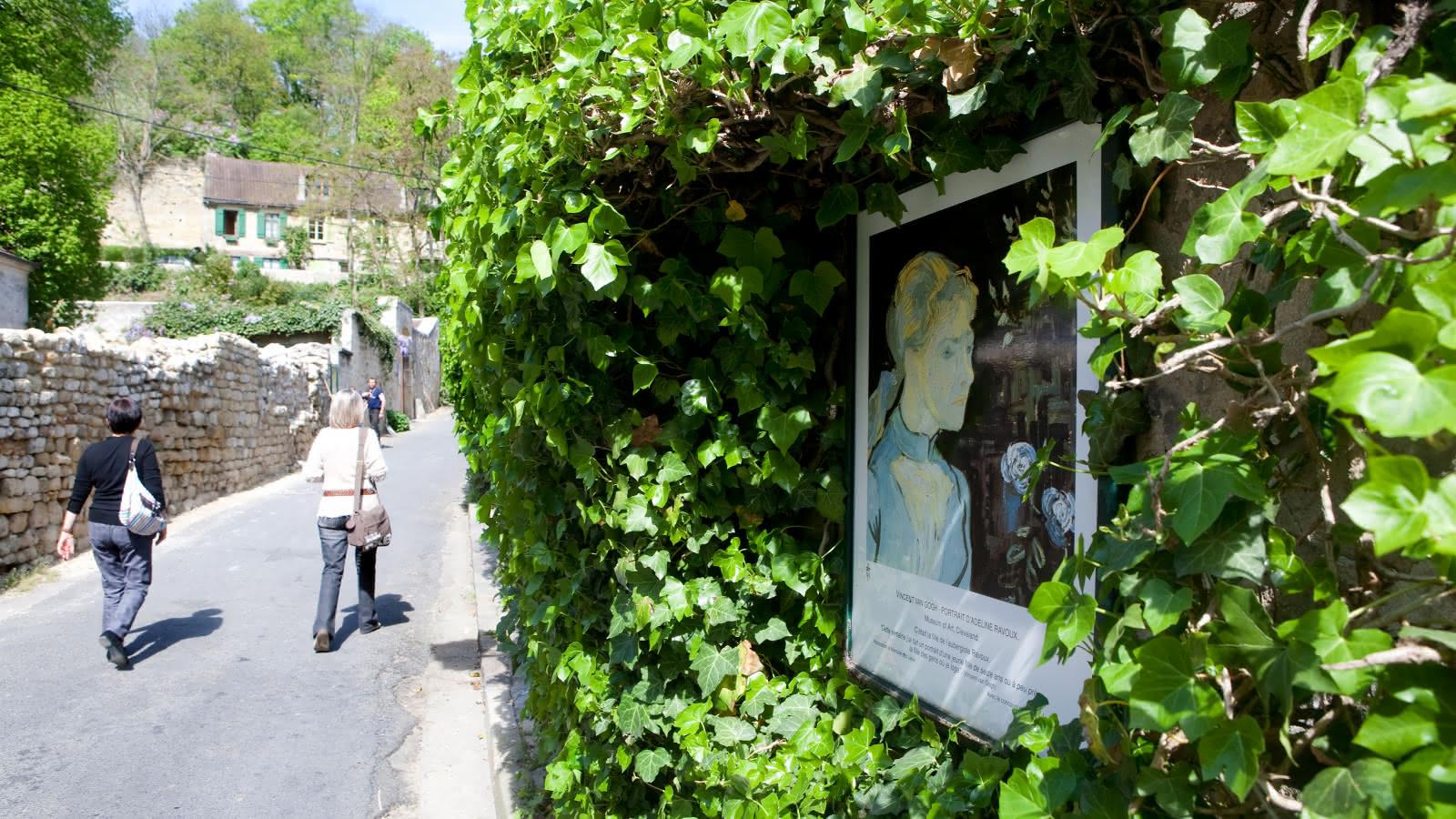 Photo d'une balade dans les rues d'Auvers-sur-Oise - Portrait d'Adeline Ravoux de Vincent Van Gogh