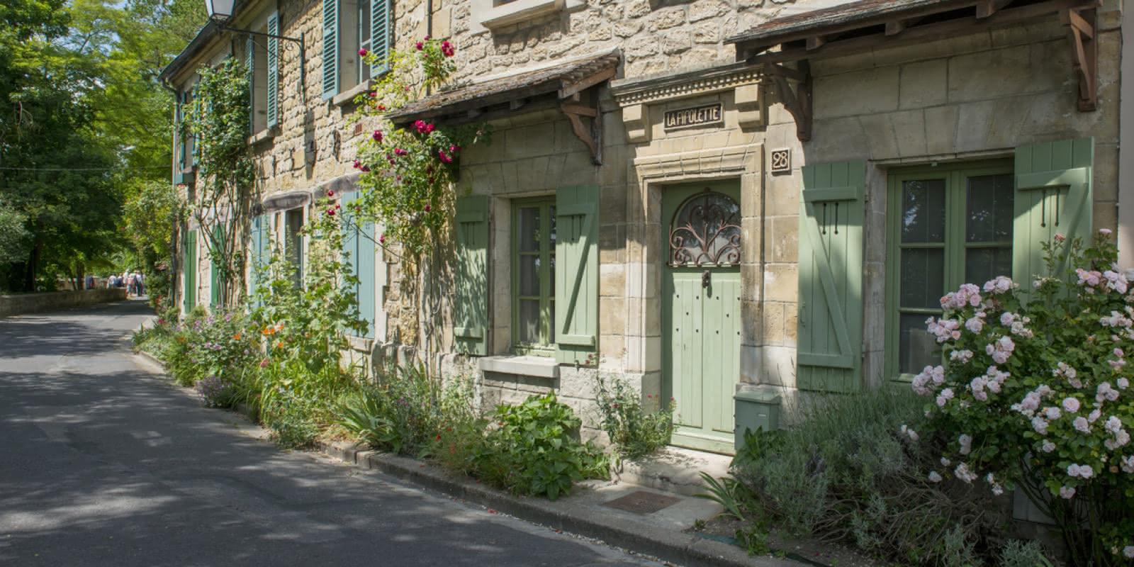 Photo d'une maison dans une rue du village d'Auvers-sur-Oise