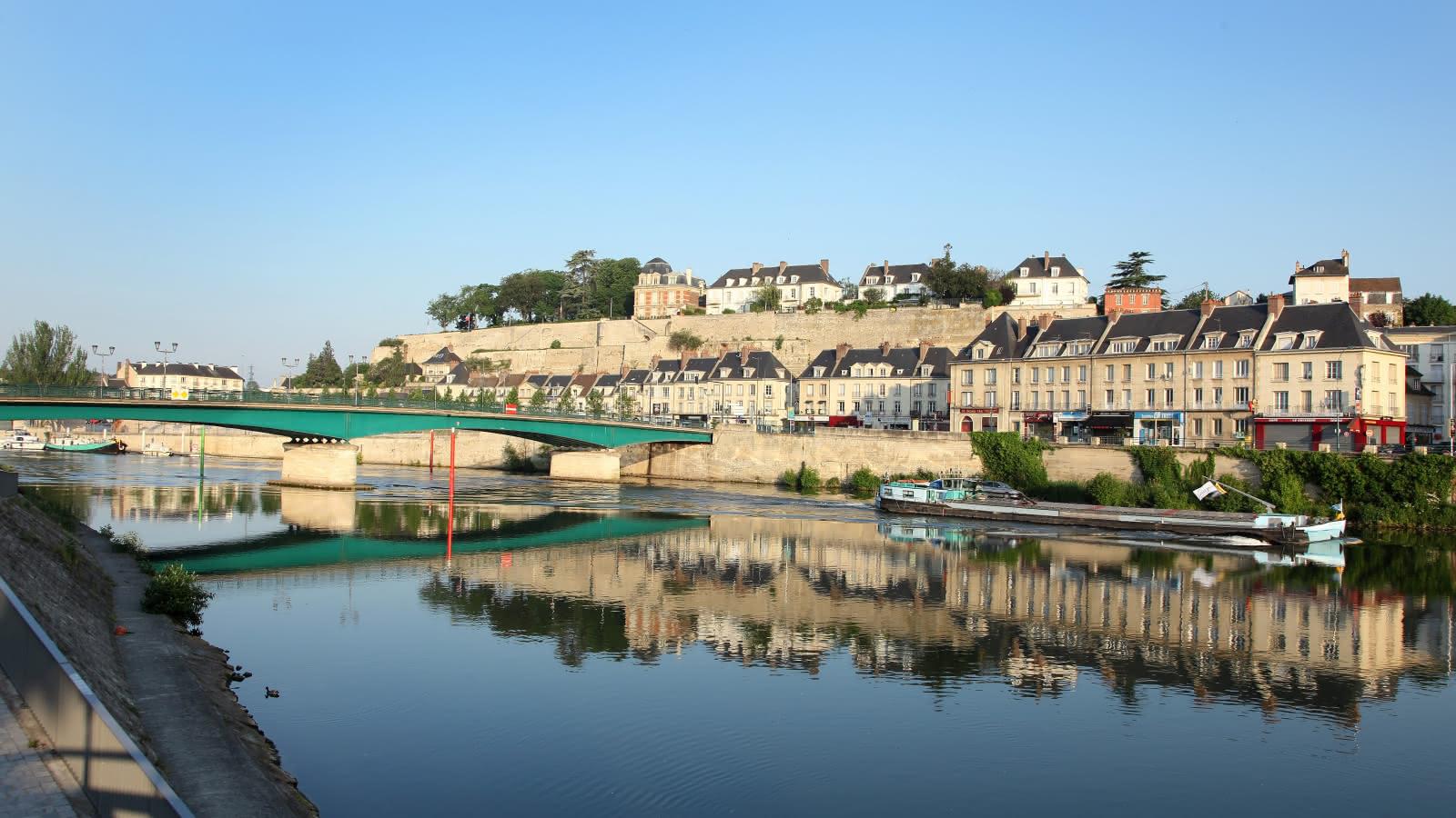Photo de la vue des bords de l'Oise et des remparts à Pontoise