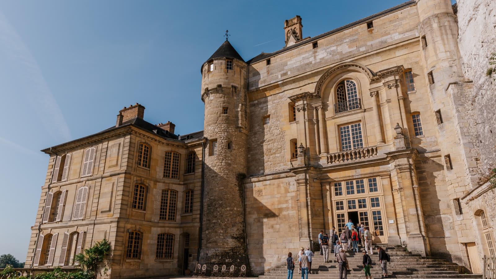 Photo prise depuis la cour d'entrée du château de la Roche-Guyon dans le Val d'Oise