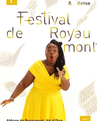 Affiche représentant une femme en robe jaune qui chante