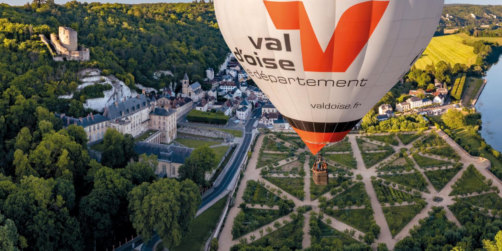 panorama La Roche-Guyon, vue Seine Potager et donjon avec montgolfière Conseil départemental