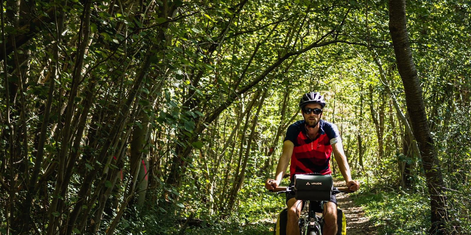 Passage en forêt dans le Vexin à vélo