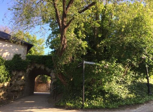 Auvers-sur-Oise castle garden