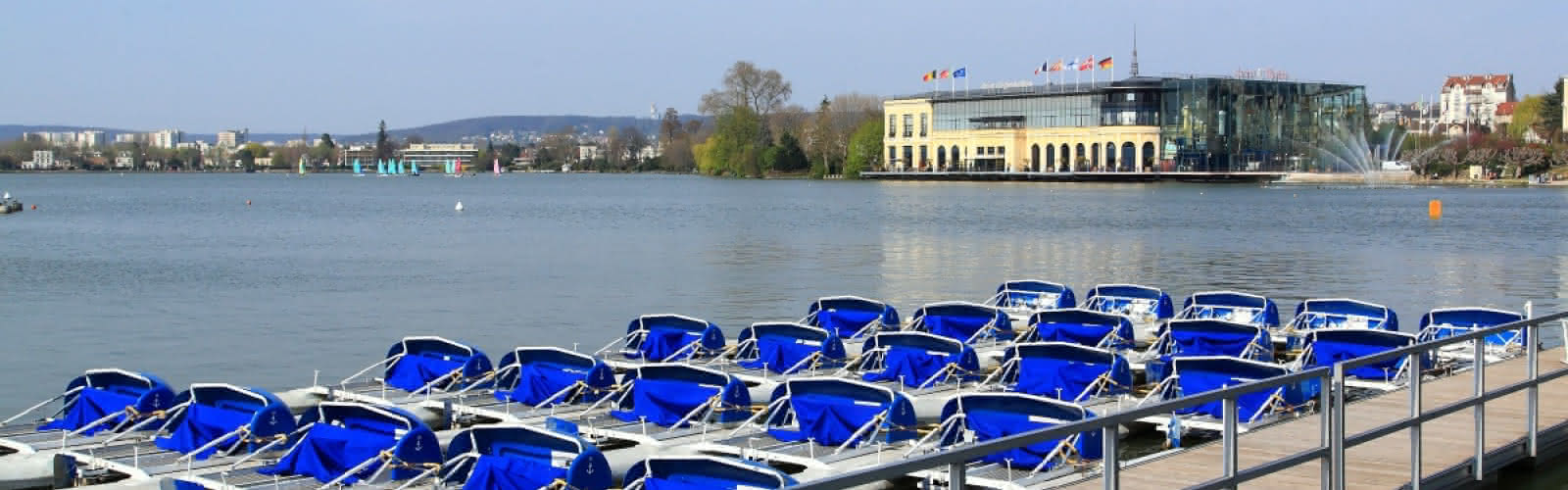 Pédalos sur le lac d'Enghien-les-Bains
