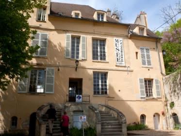 Photo prise du devant de la maison-atelier de Daubigny à Auvers-sur-Oise.