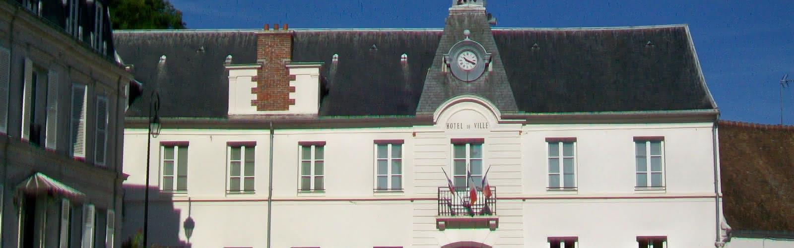 mairie d'Écouen et parking