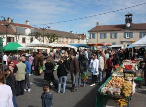 Un samedi ensoleillé sur la place du marché