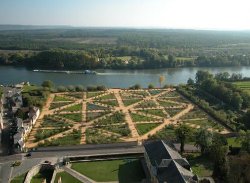 Vue sur le jardin Potager-fruitier du Château de La Roche-Guyon