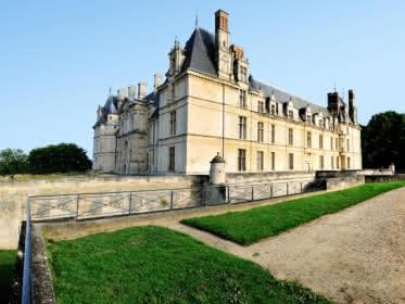 Photo du château d'Ecouen montrant deux de ses façades