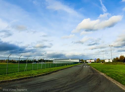 Arrivée à l'aérodrome de Pontoise - Cormeilles-en-Vexin