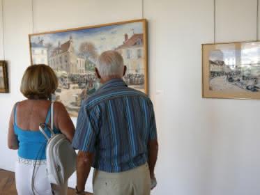 Photo montrant un couple en visite au musée Pissarro de Pontoise