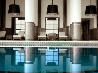 Photo de l'intérieur de l'espace spa onsen du Spark Diane Barrière à Enghien les Bains avec fauteuils de relaxation