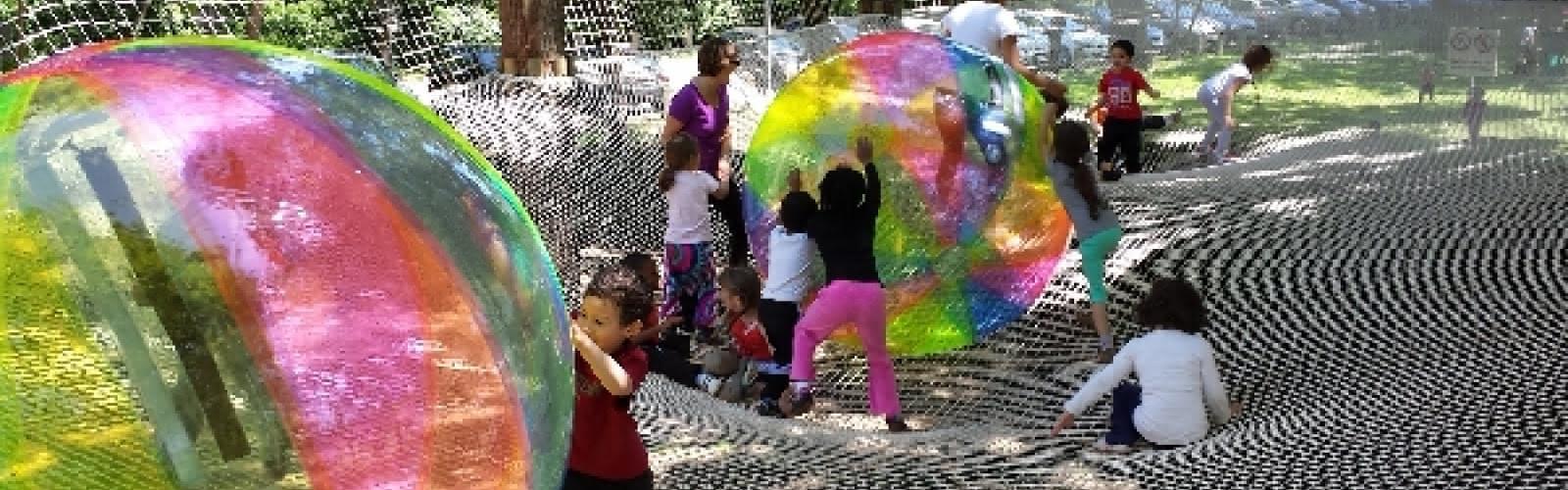 Une aire de jeu pour s'amuser à douze mètres de haut en toute sécurité