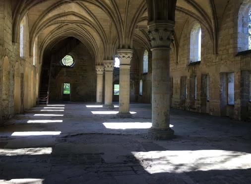 Vue intérieure de l'Abbaye du Val