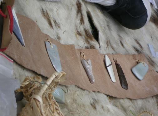 Atelier parure de la préhistoire - Archéolithe
