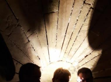 Photo de l'intérieur d'une casemate lors d'une visite organisée par l'Office de tourisme de Cergy-Pontoise
