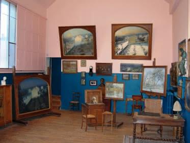 Photo de l'intérieur de l'atelier de l'artiste peintre Boggio, descendant d'Emile Boggio.