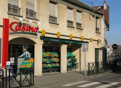 devanture du petit Casino de Roissy-en-France