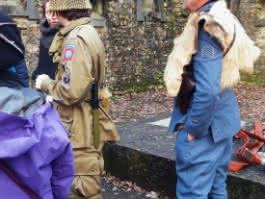 Photo de guides habillés en soldat au fort de cormeilles