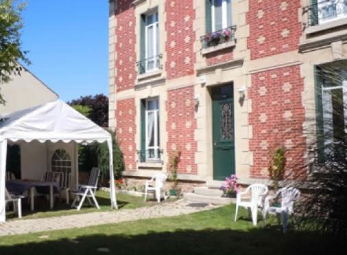 Chambres d'hôtes JOUY-LE-MOUTIER 'Les Chènevis' N°30075