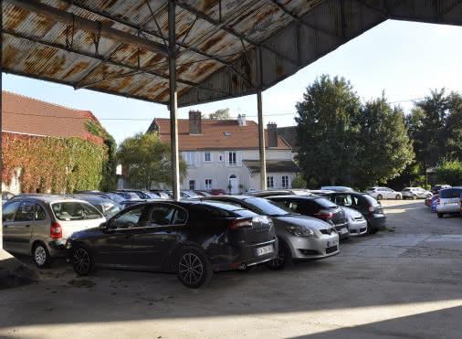 voitures garées au Transparc