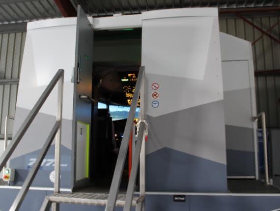 Photo de l'extérieur du simulateur de vol de Flight Sensations