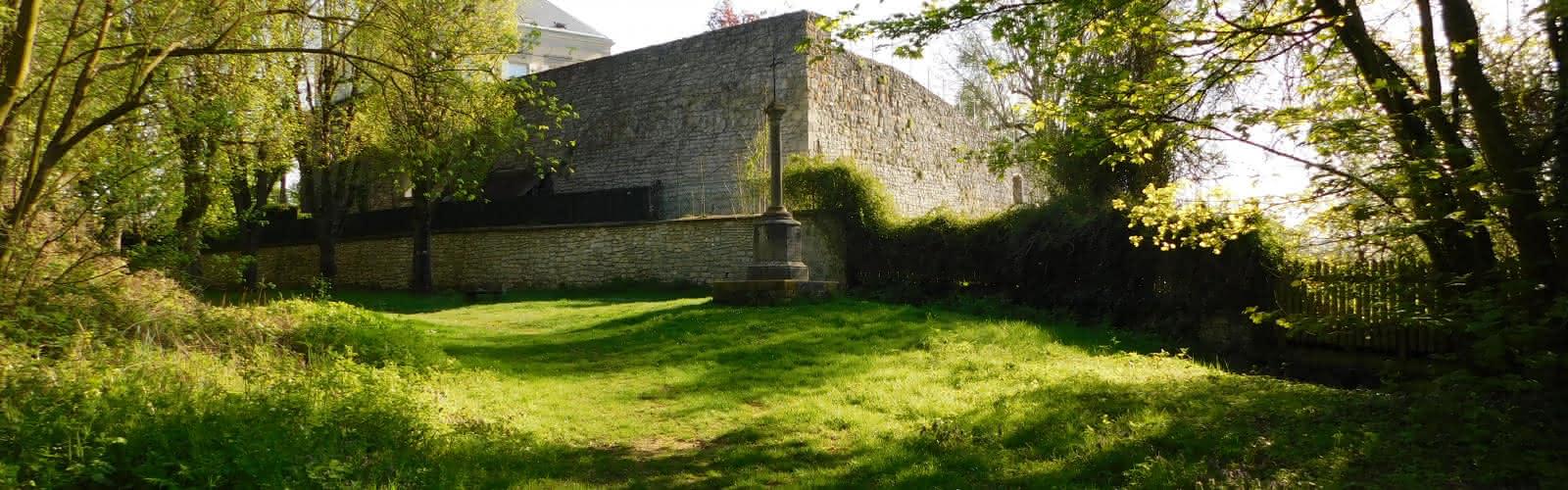Croix St Côme et remparts